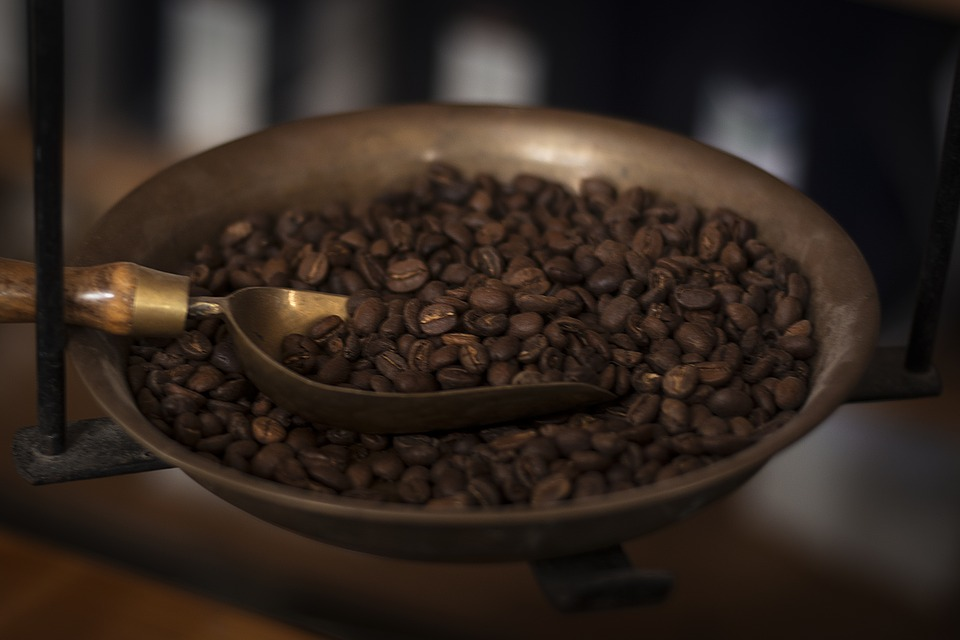 Horizontal Old Spoon Coffee Shell Pan Beans